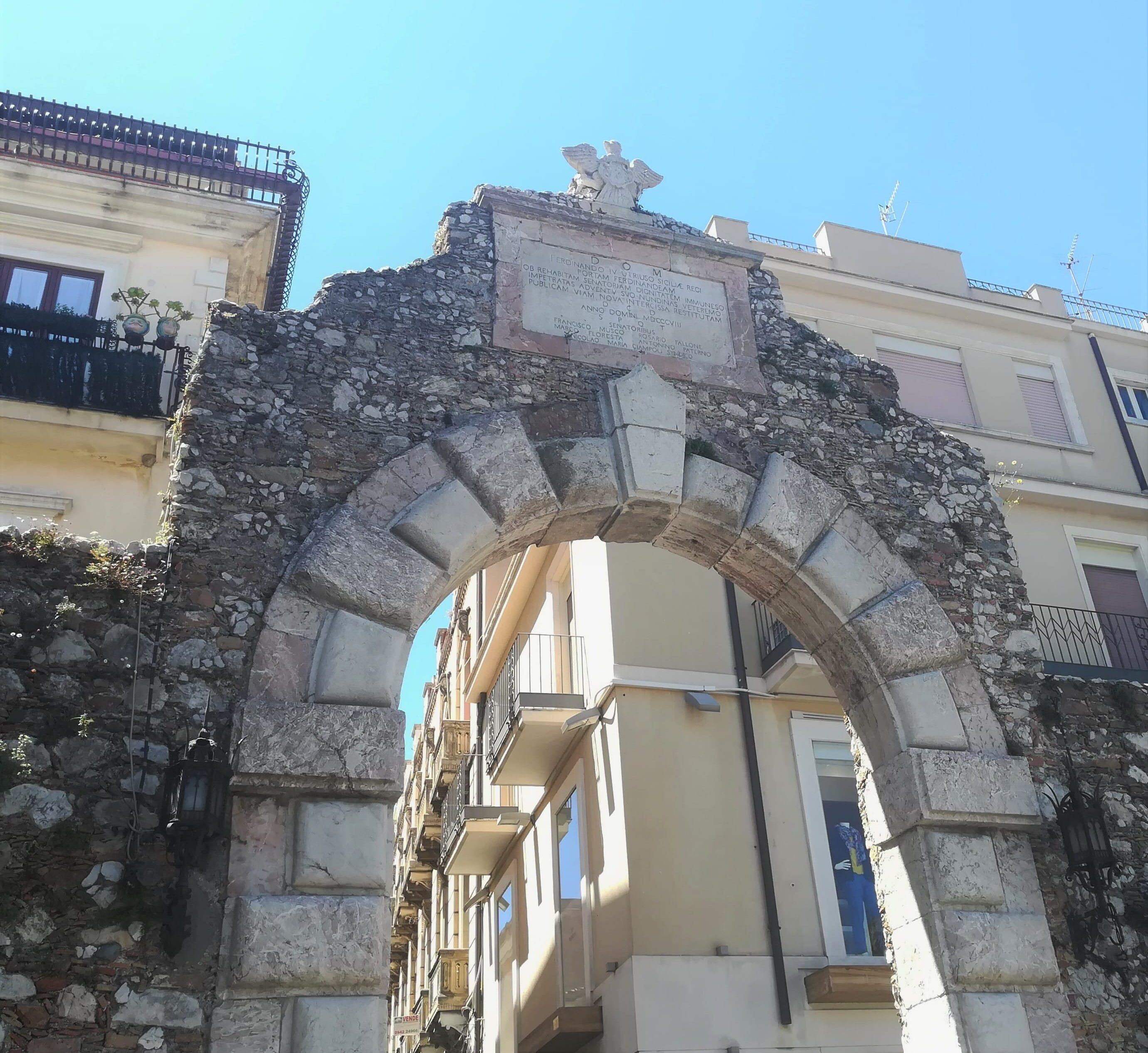 Porta Messina: antigua entrada a Taormina